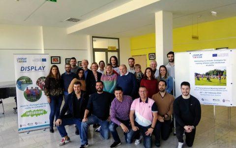 Foto de grupo de los participantes del Encuentro Display